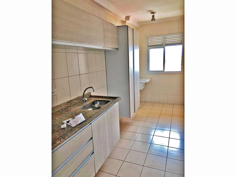 Sacomã, Apartamento Padrão-Cozinha integrada com a área de serviço, com piso de cerâmica, teto com moldura de gesso, armários planejados, gabinete e pia de granito.