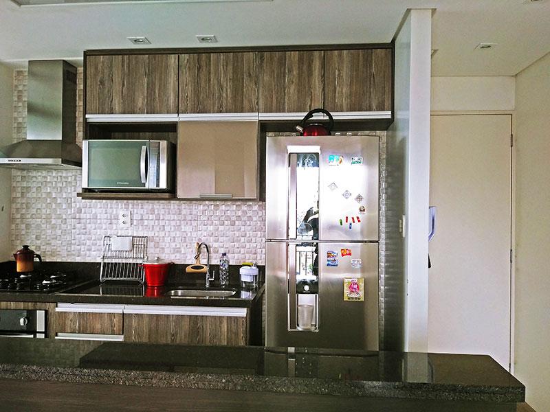 Sacomã, Apartamento Padrão-Cozinha americana com piso de cerâmica, teto com sanca, iluminação embutida, armários planejados, gabinete, cooktop, pia de granito e acesso a área de serviço.