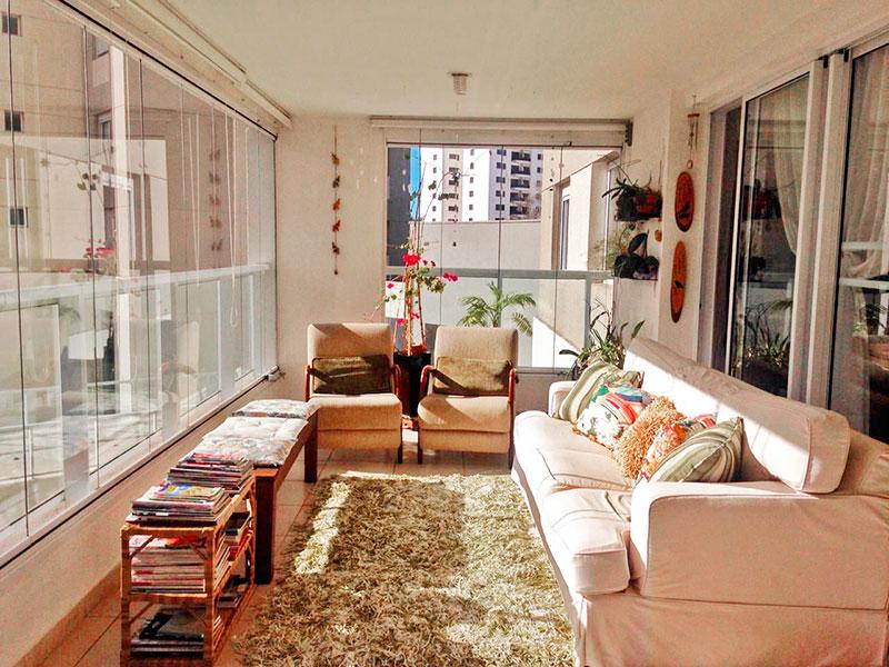 Ipiranga, Apartamento Padrão-Varanda em L com piso de cerâmica, pia de granito e fechamento de vidro.