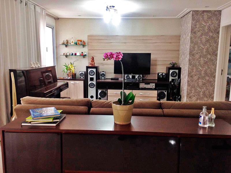 Ipiranga, Apartamento Padrão-Sala com piso de porcelanato, teto com sanca de gesso e acesso a varanda.