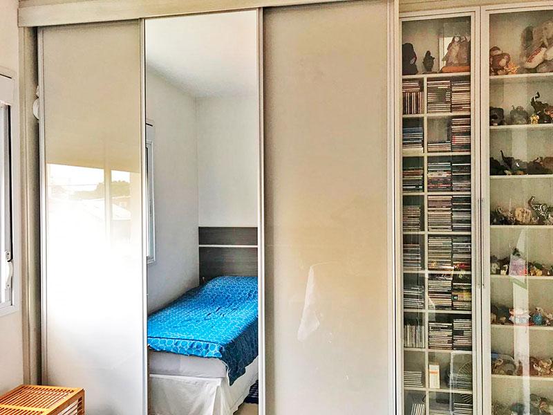 Ipiranga, Apartamento Padrão-4º Quarto com piso de cerâmica e armários planejados.