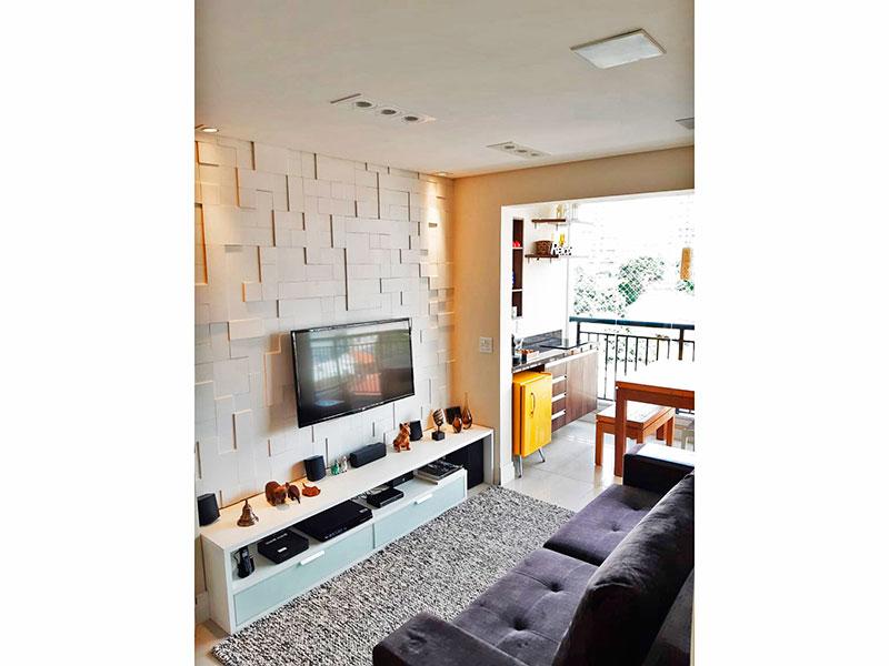 Ipiranga, Apartamento Padrão - Sala em L com piso de porcelanato, teto com sanca, iluminação embutida e acesso a varanda.