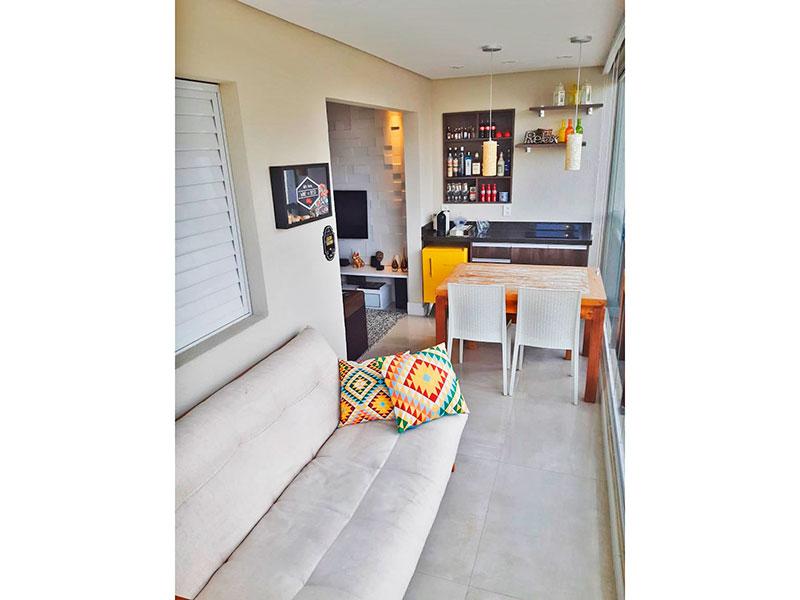 Ipiranga, Apartamento Padrão-Varanda com piso de porcelanato, teto com sanca, iluminação embutida, gabinete, pia de granito, fechamento de vidro e tela de proteção.