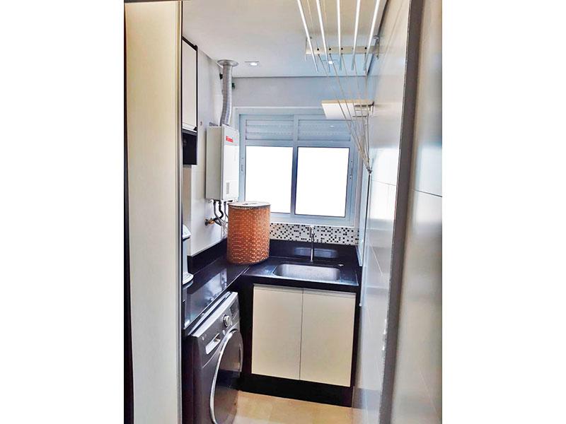 Ipiranga, Apartamento Padrão-Área de serviço com piso de porcelanato, teto com sanca, iluminação embutida, armários planejados, gabinete, pia de granito e aquecedor de passagem.