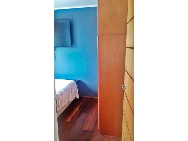Sacomã, Apartamento Padrão-2º Quarto com piso de madeira e teto com moldura de gesso.
