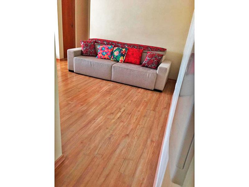 Jabaquara, Apartamento Padrão-Sala irregular com piso de laminado e acesso e sacada.