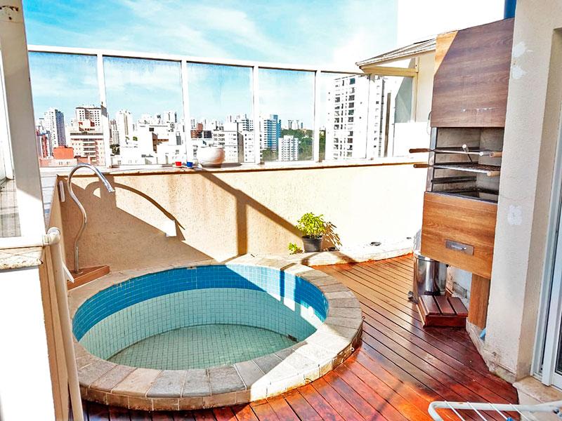 Ipiranga, Cobertura Duplex - Varanda com piso de cerâmica, gabinete, pia de granito, churrasqueira e piscina.