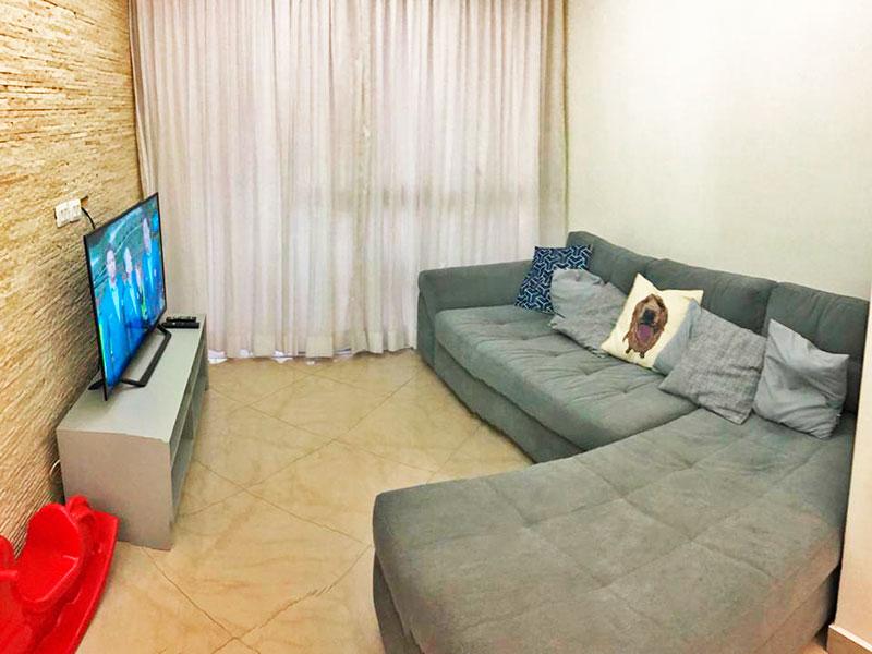 Ipiranga, Apartamento Padrão - Sala em L com piso de porcelanato, teto com moldura de gesso, iluminação embutida e acesso a varanda.