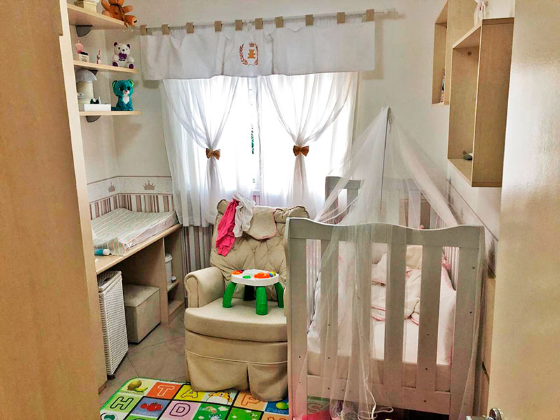 Ipiranga, Apartamento Padrão-2º Quarto com piso de porcelanato, teto com moldura de gesso e armários planejados.