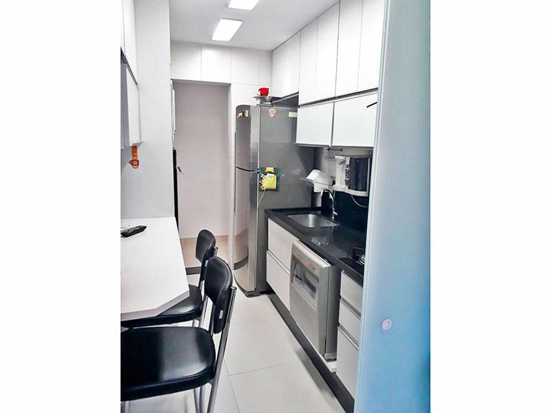 Ipiranga, Apartamento Padrão-Cozinha com piso de cerâmica, armários planejados, gabinete, cooktop, pia de granito e acesso a área de serviço.