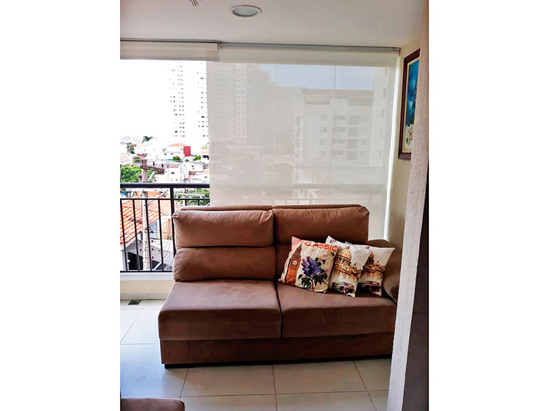 Jabaquara, Apartamento Padrão-Varanda com piso de cerâmica e fechamento de vidro.