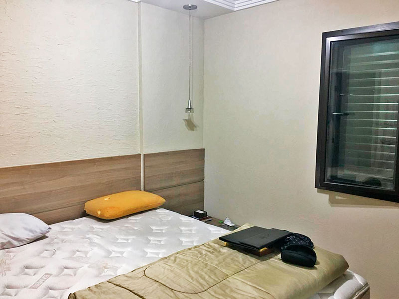 Sacomã, Apartamento Padrão-Suíte com piso de laminado e teto com moldura de gesso.