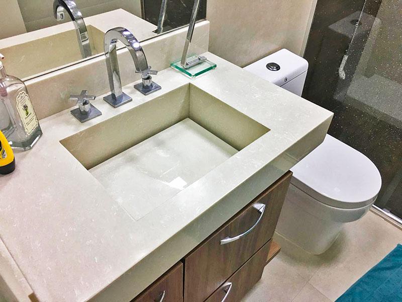 Sacomã, Apartamento Padrão-Banheiro social com piso de cerâmica, teto com sanca, iluminação embutida, gabinete, pia de nanoglass e box de vidro.