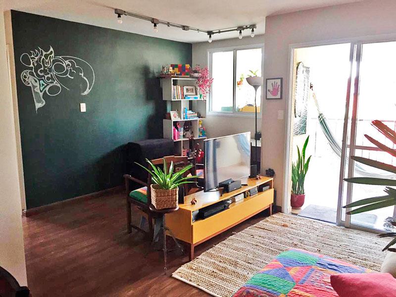 Ipiranga, Apartamento Padrão-Sala ampliada (com o 3º Quarto), com piso laminado e acesso a varanda.