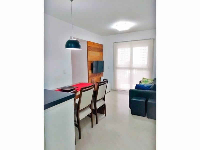 Sacomã, Apartamento Padrão - Sala com piso de laminado e acesso a varanda.