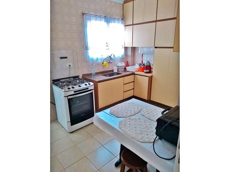 Ipiranga, Apartamento Padrão-Cozinha com piso de cerâmica, teto com moldura de gesso, armários planejados, gabinete, pia de granito e pia de granito e acesso a área de serviço.