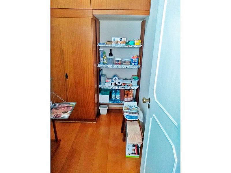 Ipiranga, Apartamento Padrão-Dependência de empregada com piso laminado e armários planejados.