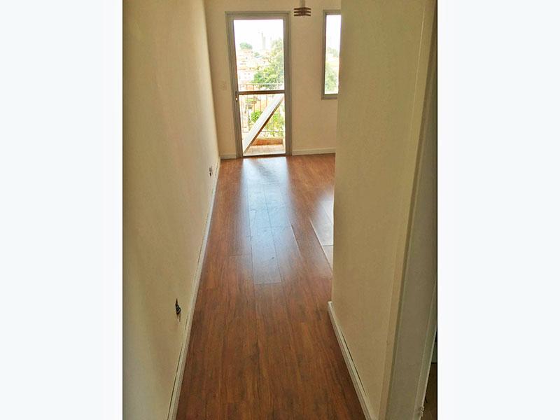 Jabaquara, Cobertura Duplex-Sala com piso laminado, acesso ao piso superior e acesso a varanda.