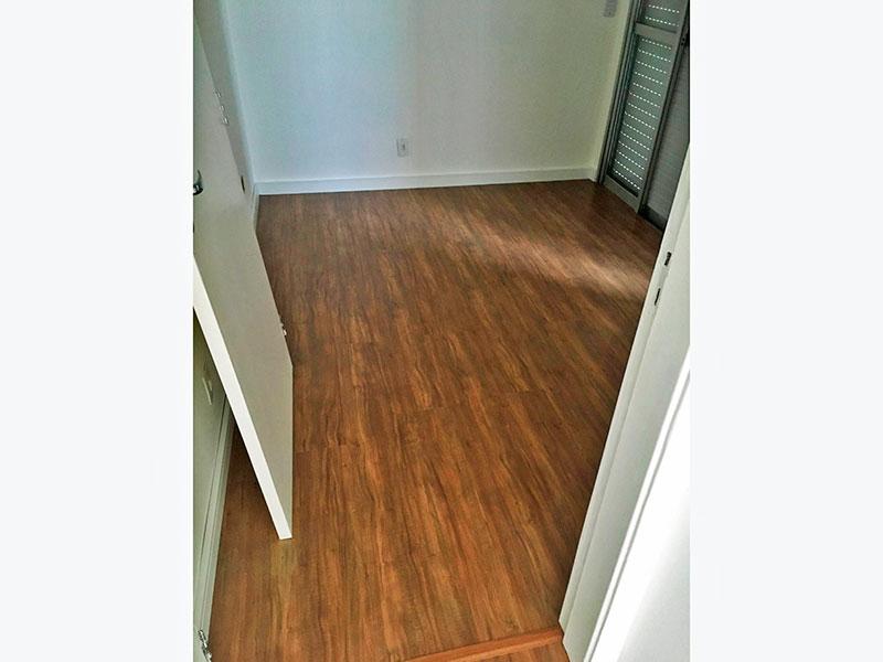 Jabaquara, Cobertura Duplex-1º Quarto com piso laminado e acesso ao terraço.