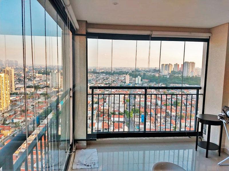 Sacomã, Apartamento Padrão-Varanda gourmet com piso de porcelanato, iluminação embutida, gabinete, pia de granito, churrasqueira e fechamento de vidro.