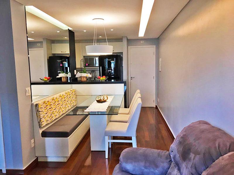 Jabaquara, Apartamento Padrão - Sala com piso de tacão, teto com sanca, iluminação embutida e acesso a varanda.