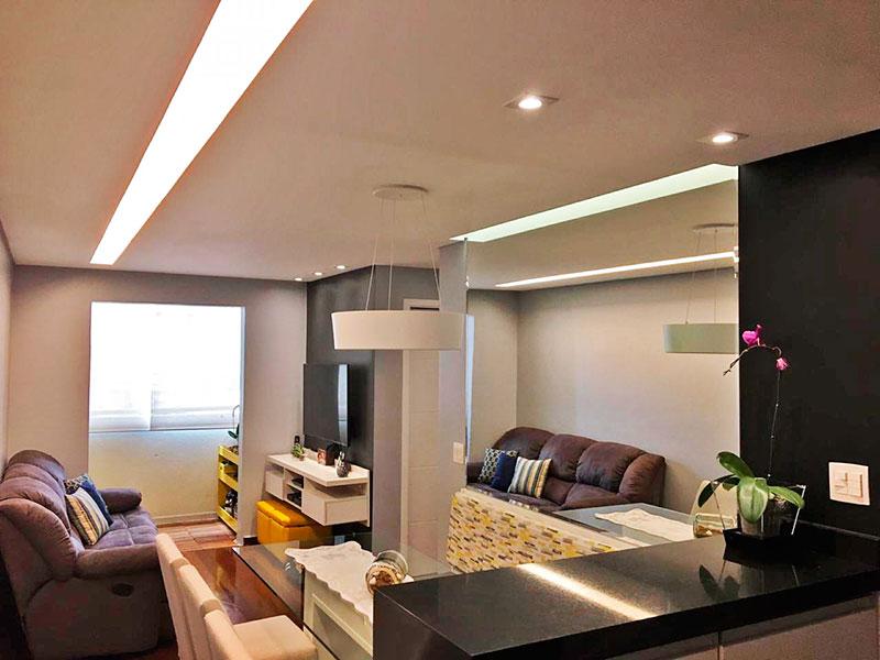 Jabaquara, Apartamento Padrão-Sala com piso de tacão, teto com sanca, iluminação embutida e acesso a varanda.