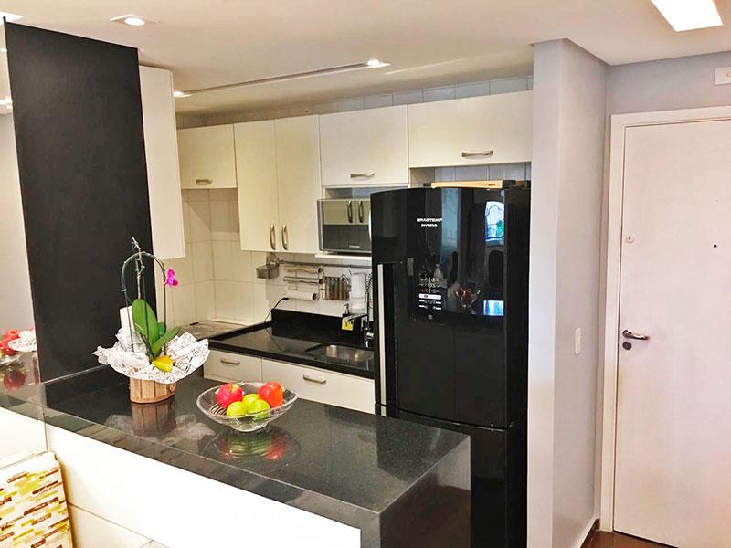 Jabaquara, Apartamento Padrão-Cozinha americana com piso de cerâmica, iluminação embutida, gabinete, pia de granito e acesso a área de serviço.
