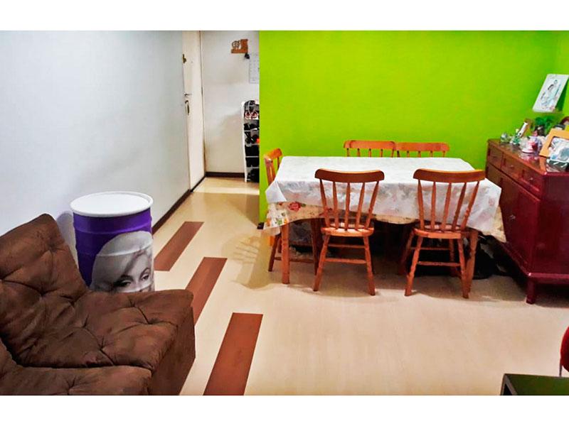 Ipiranga, Apartamento Padrão-Sala com piso laminado e acesso a varanda.