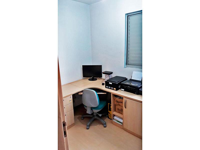 Ipiranga, Apartamento Padrão-3º Quarto com piso laminado e armários planejados.