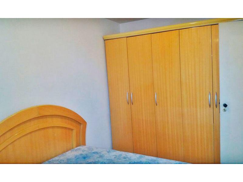 Sacomã, Apartamento Padrão-1º Quarto com piso laminado e armários.