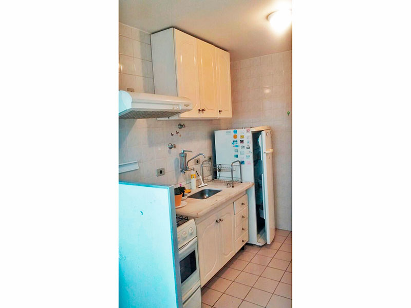 Sacomã, Apartamento Padrão-Cozinha com piso de cerâmica, armários, gabinete, pia de mármore e acesso a área de serviço.