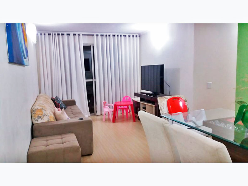 Sacomã, Apartamento Padrão - Sala com piso laminado, teto com moldura de gesso e acesso a varanda.