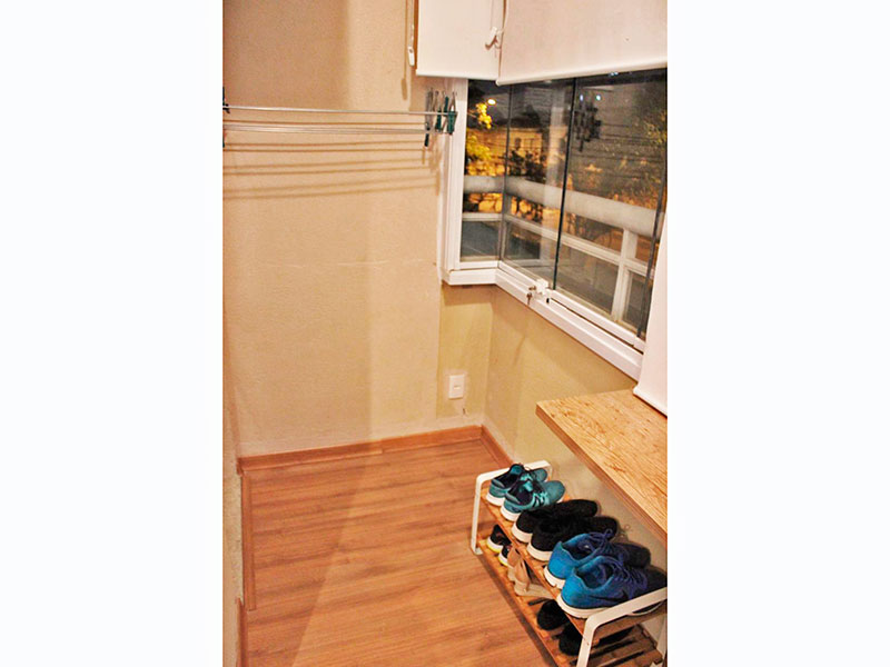 Jabaquara, Studio-Sacada com piso laminado e fechamento de vidro.