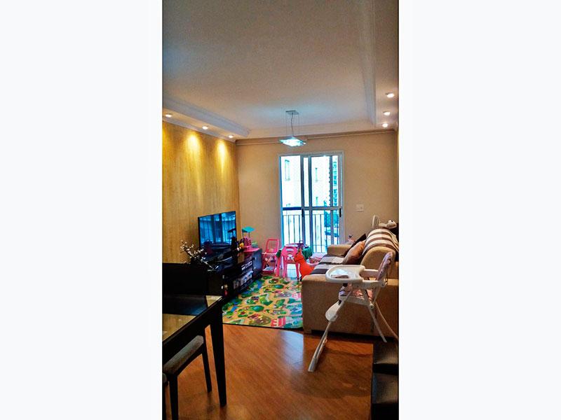 Sacomã, Apartamento Padrão - Sala com piso laminado, teto com sanca de gesso, iluminação embutida e acesso a sacada.