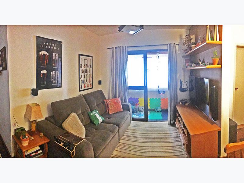 Jabaquara, Apartamento Padrão - Sala irregular com piso de taco e acesso a varanda.