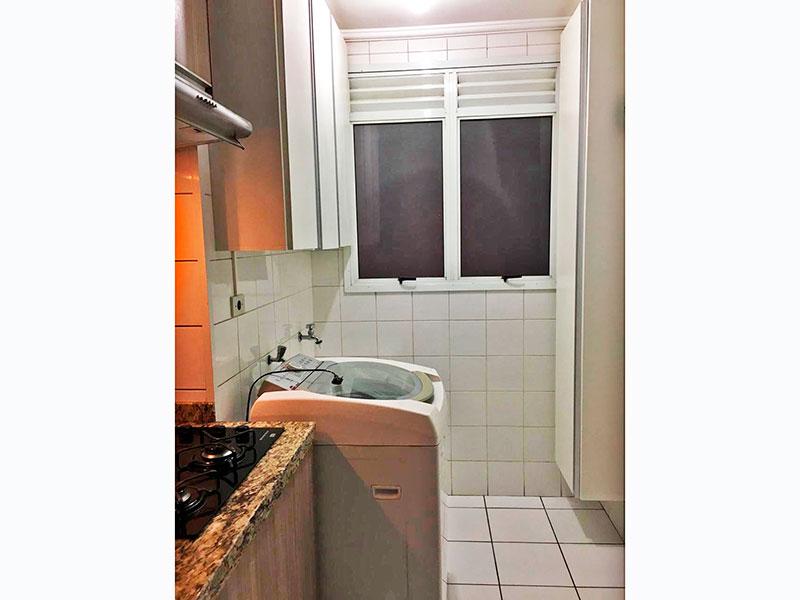 Sacomã, Apartamento Padrão-Área de serviço om piso de cerâmica, teto com moldura de gesso e armários planejados.