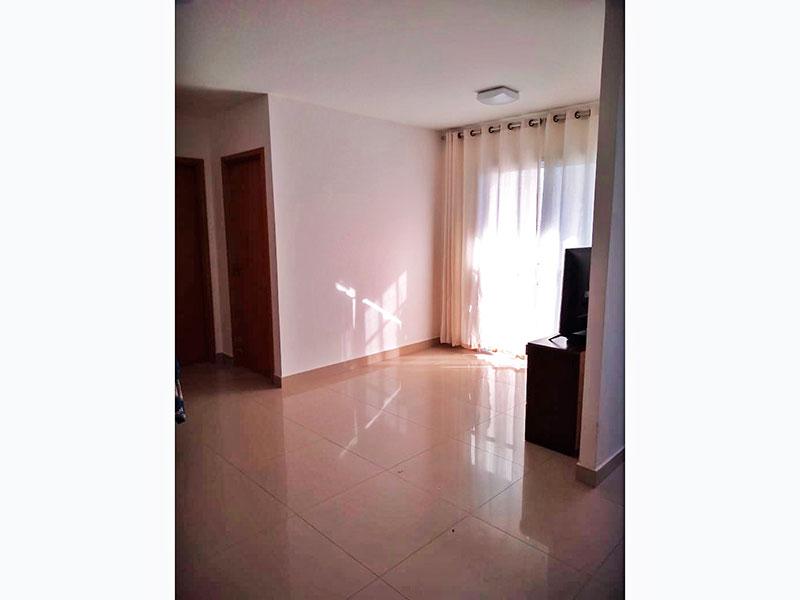 Ipiranga, Apartamento Padrão - Sala irregular com piso de porcelanato e acesso a varanda.