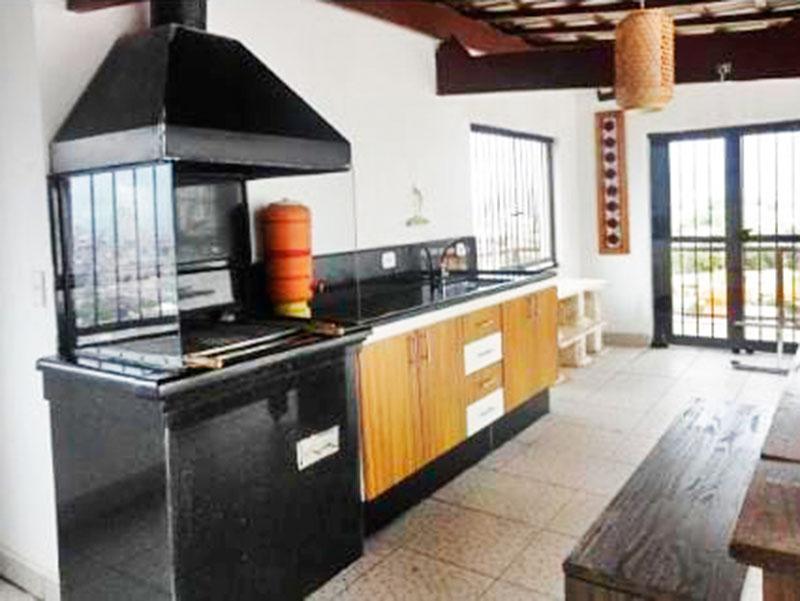 Ipiranga, Cobertura Duplex-Terraço com piso de cerâmica, gabinete, pia de granito e churrasqueira.