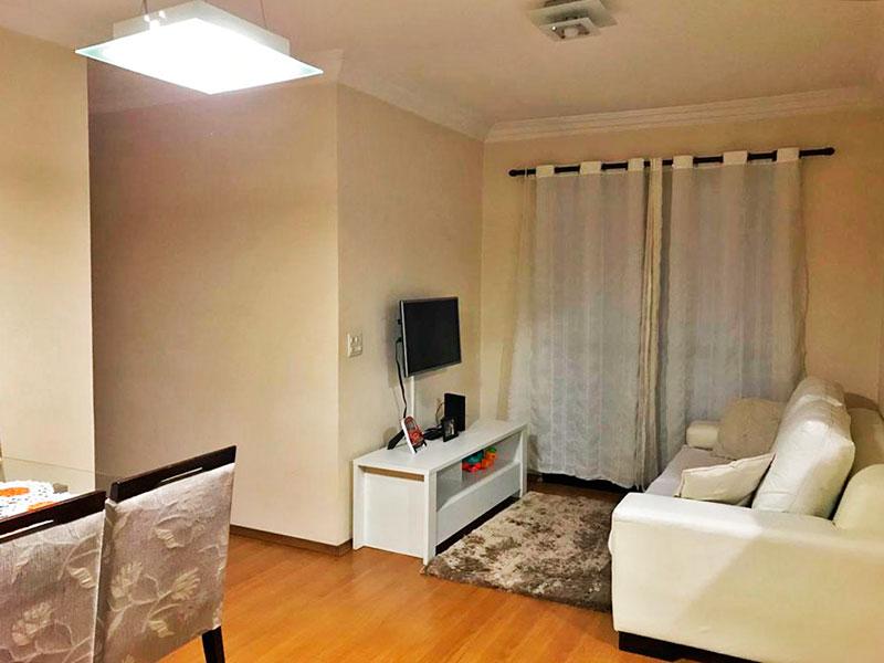 Jabaquara, Apartamento Padrão - Sala em L com piso laminado, teto com moldura de gesso e acesso a sacada.