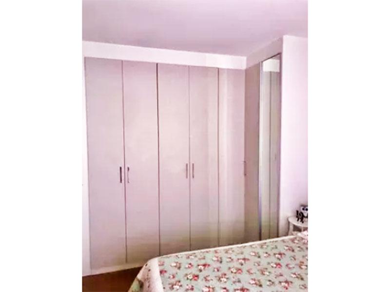 Sacomã, Apartamento Padrão-Suíte com piso laminado, teto com sanca e armários planejados.