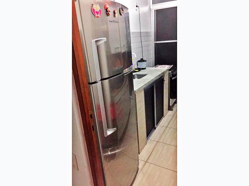 Sacomã, Apartamento Padrão-Cozinha com piso de cerâmica, gabinete, pia de mármore e acesso a área de serviço.