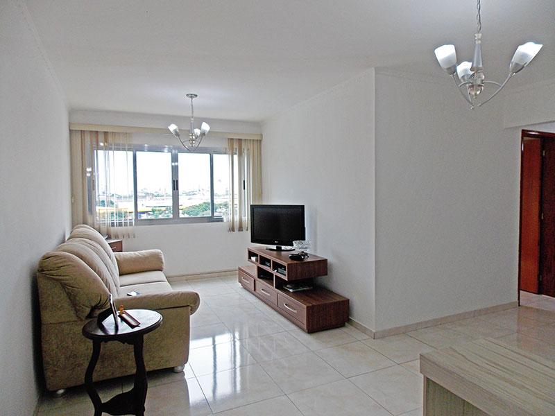 Ipiranga, Apartamento Padrão - Sala em L com piso de cerâmica e teto com moldura de gesso.