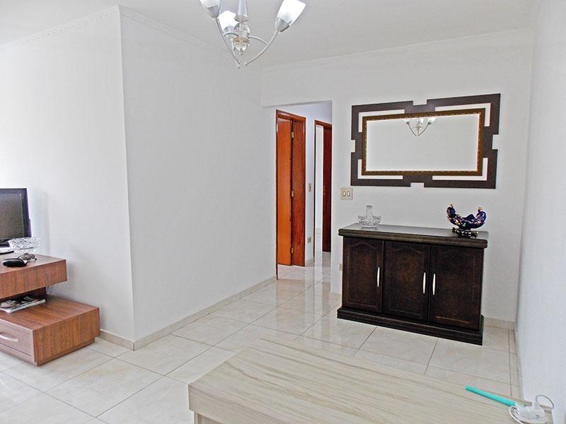 Ipiranga, Apartamento Padrão-Sala em L com piso de cerâmica e teto com moldura de gesso.