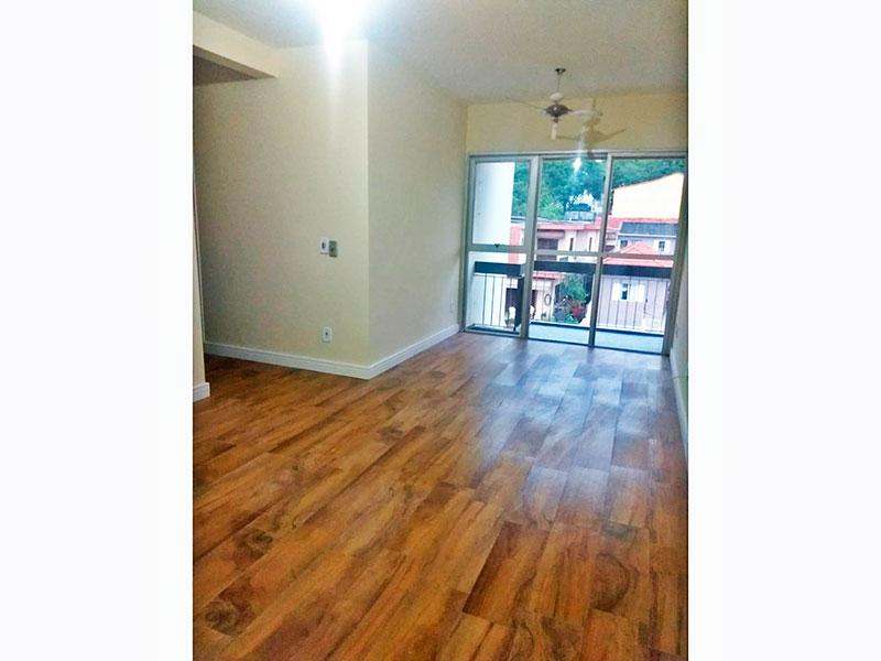Jabaquara, Apartamento Padrão - Sala em L com piso laminado e acesso a sacada.