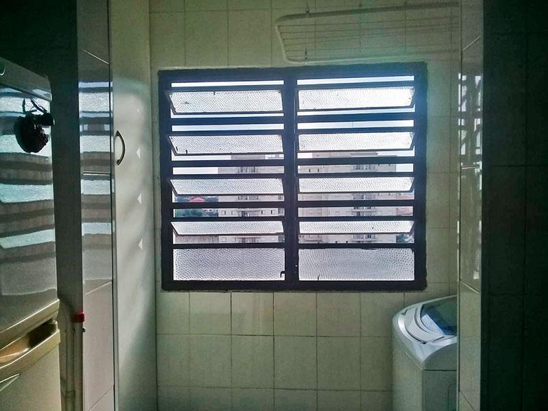 Sacomã, Apartamento Padrão-Área de serviço com piso de cerâmica e armários embutidos.