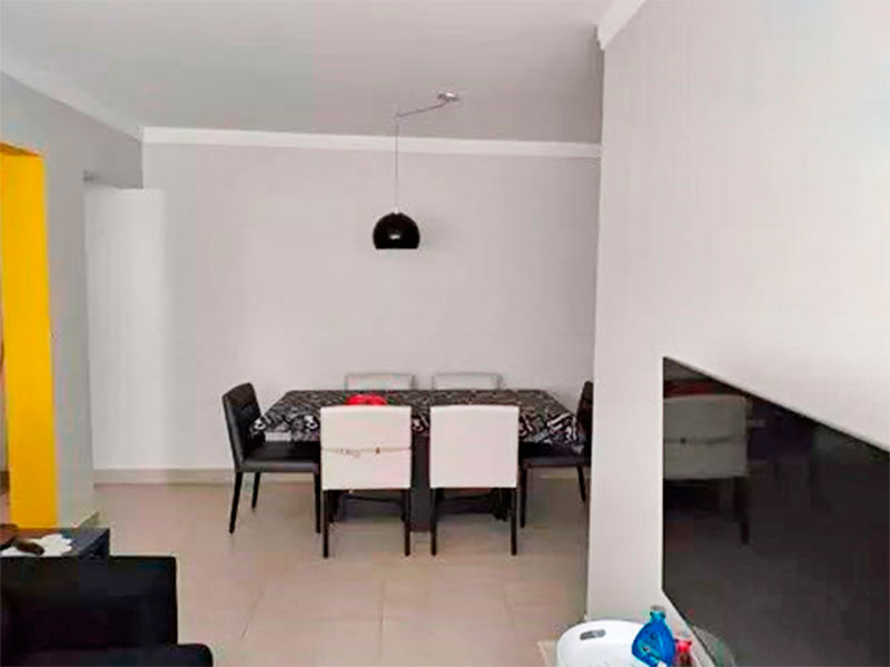 Jabaquara, Apartamento Padrão-Sala em L com piso de cerâmica e teto com moldura de gesso.