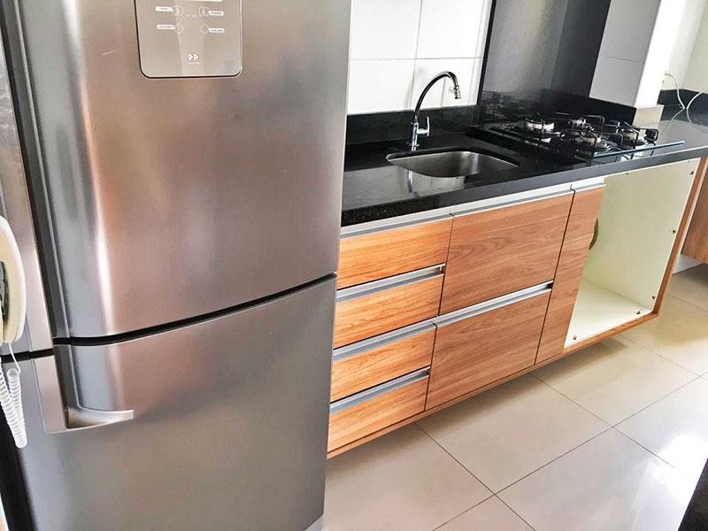 Sacomã, Apartamento Padrão-Cozinha americana com piso de cerâmica, armários planejados, gabinete, cooktop, pia de granito e acesso a área de serviço.