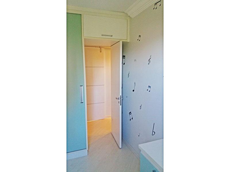 Sacomã, Apartamento Padrão-2º Quarto com piso laminado, teto com sanca de gesso e armários planejados.