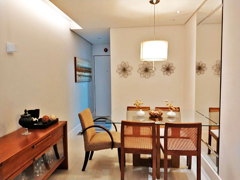 Sacomã, Apartamento Padrão-Sala com piso de cerâmica, teto com sanca, iluminação embutida e acesso a varanda.