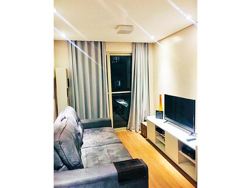 Sacomã, Apartamento Padrão-Sala com piso laminado, teto com sanca, iluminação embutida e acesso a varanda.